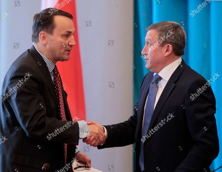 Andrii Deshchytsia, Radoslaw Sikorski Ukraine's Foreign Minister Andrii Deshchytsia, right, is greeted by Poland's Foreign Minister Radoslaw Sikorski during a meeting in Kiev, Ukraine
