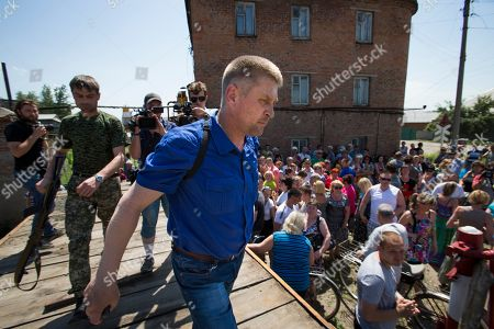 Vyacheslav Ponomarev Vyacheslav Ponomarev, center, the self-proclaimed mayor of Slovyansk leaves a platform after his meeting with local citizens whose homes were ruined in a shelling in Slovyansk, eastern Ukraine, . On Tuesday, the rebels continued to exchange fire with government forces on the outskirts of the eastern city of Slovyansk, which has been the epicenter of clashes. Residents of Slovyansk sounded exasperated and angry with both the warring sides