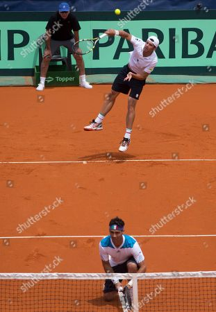 Simone Bolelli, Fabio Fognini Italy's Simone Bolelli, top, serves to Argentina's doubles team Eduardo Schwank and Horacio Zeballos as his teammate Fabio Fognini waits during their Davis Cup tennis match in Mar del Plata, Argentina