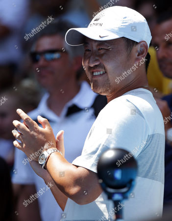 Husband of China's Li Na, Jiang Shan, claps hands as Li won the semifinal against Eugenie Bouchard of Canada at the Australian Open tennis championship in Melbourne, Australia