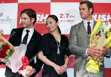 """Chris Hemsworth, Daniel Bruhl, Miki Ando Actors Daniel Bruhl, left, Chris Hemsworth, right, and Japanese former figure skater Miki Ando pose for photographers during the Japan premiere of the movie """"Rush"""" in Tokyo"""