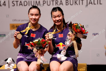 Bao Yixin, Tang Jinhua China's Bao Yixin, left, poses with her teammate Tang Jinhua during an awarding ceremony after they won the women's doubles final match against Misaki Matsutomo and Ayaka Takahashi of Japan at the Malaysia Open Badminton Super Series in Kuala Lumpur, Malaysia
