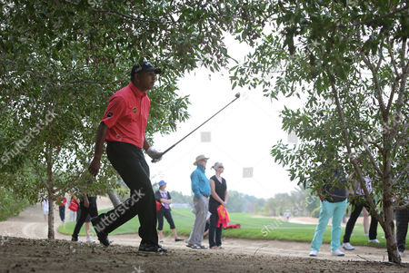 Jeev Milkha Singh Jeev Milkha Singh of India runs to follow his ball on the 8th hole during the 1st round of the Abu Dhabi HSBC Golf Championship in Abu Dhabi, United Arab Emirates