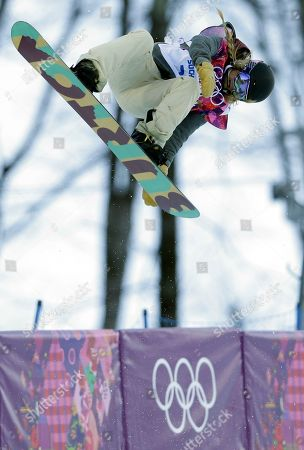 United States' Hannah Teter competes during the women's snowboard halfpipe qualifying at the Rosa Khutor Extreme Park, at the 2014 Winter Olympics, in Krasnaya Polyana, Russia