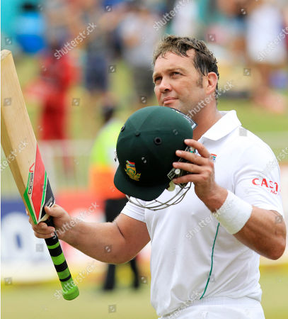 South Africa's batsman Jacques Kallis waves his bat as he salutes the fans after being dismissed for 115 runs on the forth day of their cricket test match against India at Kingsmead stadium, Durban, South Africa