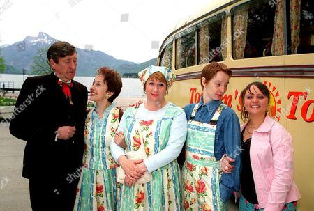 Von Trapped' -  Torsten [Philip Jackson], Kath [Una Stubbs], Maria [Caroline  Quentin], Lee [Emma Lowndes] and Tammy Jade [Vicky Binns].