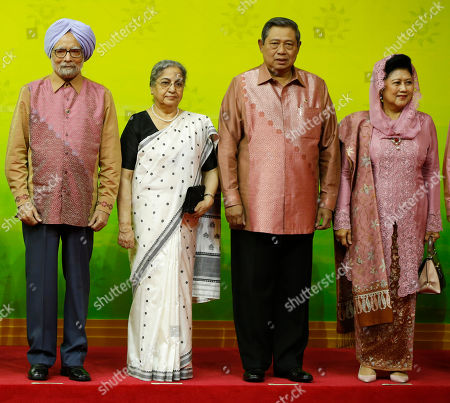 Manmohan Singh, Gursharan Kaur, Susilo Bambang Yudhoyono, Ani Yudhoyono Indian Prime Minister Manmohan Singh, left, and wife Gursharan Kaur, second left, stand with Indonesian President Susilo Bambang Yudhoyono, second right, and First Lady Ani Yudhoyono during a group photo prior to the gala dinner of the 23rd summit of the Association of Southeast Asian Nations (ASEAN) and related summits in Bandar Seri Begawan, Brunei