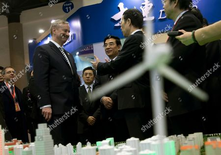 Zhang Gaoli, Wang Anshun, Siim Kallas Chinese Vice Premier Zhang Gaoli, second from right, and Beijing Mayor Wang Anshun, center, chat with Siim Kallas, Vice President of the European Commission, left, as they tour the EU-China Exhibition on Urban Development held in Beijing, China