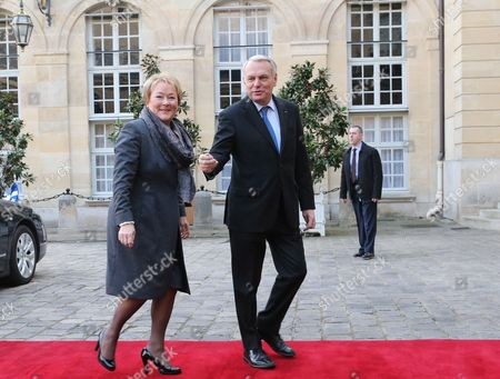 French Prime Minister Jean-Marc Ayrault, right, greets Quebec Prime Minister Pauline Marois prior to a meeting at the Hotel Matignon in Paris