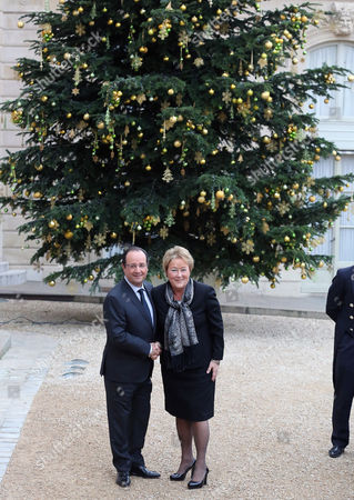 Francois Hollande, Pauline Marois French President Francois Hollande, left, greets Quebec Prime Minister Pauline Marois, prior to their meeting at the Elysee Palaece in Paris