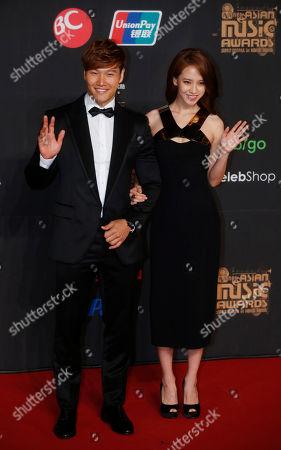 Kim Jong-kook, Song Ji-hyo South Korean singer Kim Jong-kook, left, and actress Song Ji-hyo pose for photographers on the red carpet of the Mnet Asian Music Awards in Hong Kong