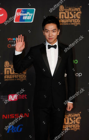 Lee Seung-gi South Korean singer-actor Lee Seung-gi poses for photographers on the red carpet of the Mnet Asian Music Awards (MAMA) in Hong Kong