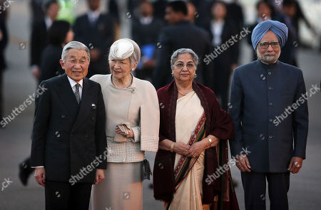 Japanese Emperor Akihito, left, and Empress Michiko, second left, stand for a photograph with Indian Prime Minister Manmohan Singh, right, and his wife Gursharan Kaur upon their arrival at the airport in New Delhi, India, . The Japanese imperial couple are on a weeklong visit to India, where they last visited in 1960
