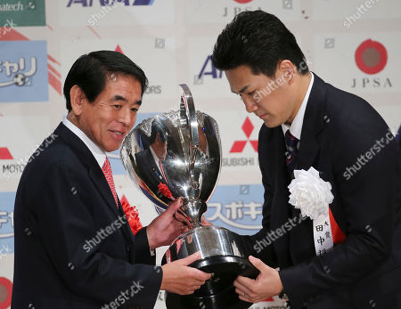 Masahiro Tanaka, Hakubun Shimomura Masahiro Tanaka, right, star pitcher of Japanese baseball club Rakuten Golden Eagles receives the grand prix trophy from Japan's Education Culture, Sport Science and Technology Minister Hakubun Shimomura, left, during the awarding ceremony of the Japan Professional Sports award in Tokyo, . All 30 major league teams have been notified that the 30-day period to sign the 25-year-old right-hander began at 1300 GMT Thursday, according to Major League Baseball spokesman Michael Teevan. Clubs have until 2200 GMT on Jan. 24 to attempt to reach an agreement with the ace