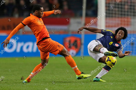 Netherlands' Leroy Fer, left, and Colombia's Carlos Sanchez vie for the ball during the international friendly soccer match between Netherlands and Colombia at ArenA stadium in Amsterdam, Netherlands