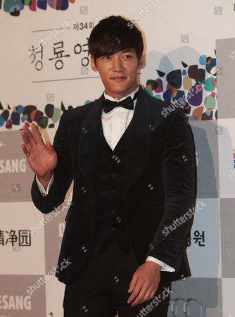 Choi Jin-hyuk South Korean actor Choi Jin-hyuk waves during the Blue Dragon Awards in Seoul, South Korea, . The award is a major film and art awards ceremony in South Korea