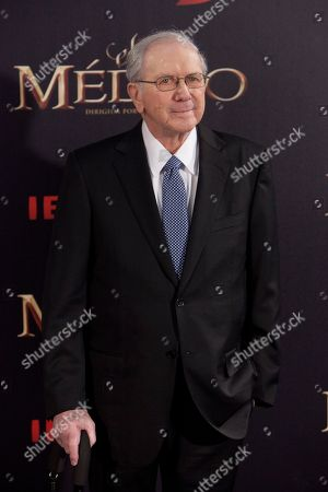 Noah Gordon US writter Noah Gordon poses for the photographers during the premiere of 'The Physician' in Madrid, Spain