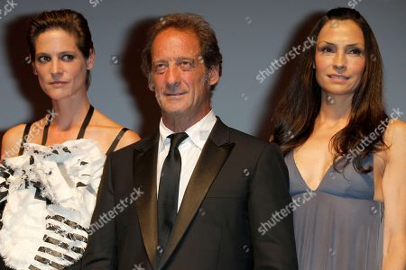 Helene Fillieres, Famke Janssen, Vincent Lindon Jury President Vincent Lindon, center, and jury members, actresses Helene Fillieres, left, and Famke Janssen, attend the awards ceremony at the 39th American Film Festival, in Deauville, Normandy, western France