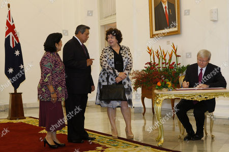 Kevin Rudd, Therese Rein, Susilo Bambang Yudhoyono, Ani Bambang Yudhoyono Indonesia President Susilo Bambang Yudhoyono, second left, and his wife Ani Bambang Yudhoyono, left, talks with Therese Rein, wife of Australian Prime Minister Kevin Rudd, right, as Rudd signs on a guests book before a meeting at Presidential Palace in Bogor, West Java, Indonesia