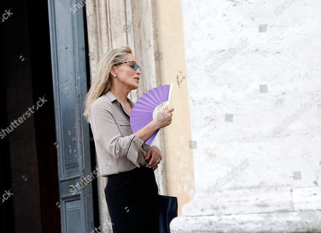 """Sharon Stone Actress Sharon Stone fans herself during a pause in the shooting of the movie """"Un ragazzo d'oro"""", by Italian director Pupi Avati, outside Rome's Santa Maria dei Miracoli Church"""