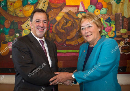 Pauline Marois, Jose Antonio Meade Quebec's Premiere Pauline Marois, right, shakes hands with Mexico's Secretary of Foreign Affairs Jose Antonio Meade during a photo opportunity on the sidelines of a meeting in Mexico City