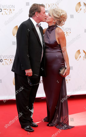 Actor Tom Berenger and his wife pose for photographers during the closing ceremony of the 2013 Monte Carlo Television Festival, in Monaco