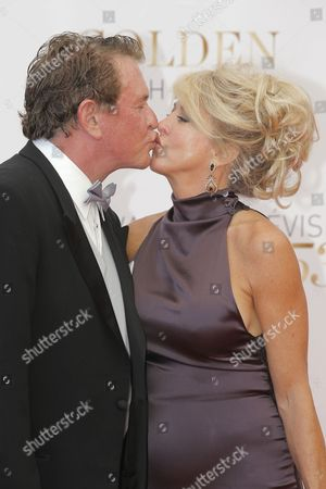 Tom Berenger, Laura Moretti Actor Tom Berenger and his wife Laura Moretti exchange a kiss as they pose for photographers during the closing ceremony of the 2013 Monte Carlo Television Festival, in Monaco