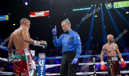 Ishe Smith, Carlos Molina, Jay Nady Referee Jay Nady, center, warns Carlos Molina not to lead with his head against Ishe Smith during an IBF junior middleweight title fight, in Las Vegas