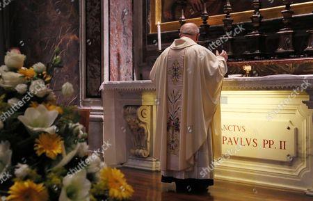 Holy Mass celebrated by Cardinal Stanislaw Dziwisz