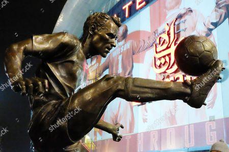 the Statue of Arsenal Legend Dennis Bergkamp outside the emirates stadium, EFL Cup Fourth Round, Emirates Stadium, London, United Kingdom, 25th October 2016