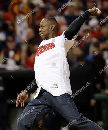 Former Cleveland Indians outfielder Kenny Lofton throws the ceremonial first pitch before Game 1 of the Major League Baseball World Series against the Chicago Cubs, in Cleveland