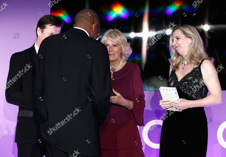 Luke Ellis, Camilla Duchess of Cornwall (3rd L) and Dr Amanda Foreman present the 2016 Man Booker Prize to winner Paul Beatty for his novel 'The Sellout'