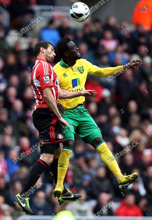 Sunderland's Carlos Cuellar, left, vies for the ball with Norwich City's Kei Kamara, right, during their English Premier League soccer match at the Stadium of Light, Sunderland, England