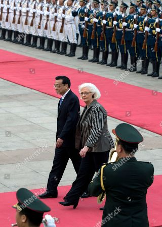Johanna Sigurdardottir, Li Keqiang Iceland's Prime Minister Johanna Sigurdardottir, right, walks with Chinese Premier Li Keqiang after inspecting an honor guard during a welcome ceremony outside the Great Hall of the People in Beijing