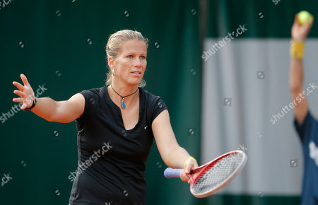 Hungary's Melinda Czink reacts as she plays Italy's Francesca Schiavone during their first round match of the French Open tennis tournament at the Roland Garros stadium in Paris