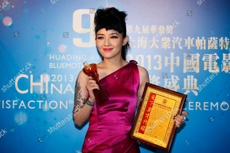 Mavis Fan Taiwan singer Mavis Fan poses after winning the Best Supporting Actress in China Awards of the Huading Awards in Hong Kong