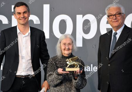 Italian artist Marisa Merz holds her Golden Lion award for lifetime achievement, flanked at left by Massimiliano Gioni, Curator of the 55th Venice Biennale of Art, and Vatican Biennale of Art President Paolo Baratta, at the prize-giving ceremony, in Venice, Italy