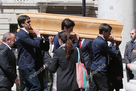 Mourners carry the casket of Italian fashion designer Ottavio Missoni after the funeral service in Santa Maria Assunta church, in Gallarate, near Milan, Italy, . Ottavio Missoni, has died in his home in northern Italy on Thursday, May 9, 2013. Missoni, who was 92, founded the iconic fashion brand of zigzagged-patterned knitwear along with his wife, Rosita, in 1953. The Missonis are a family fashion dynasty, with the couple's children and their offspring involved in expanding the brand