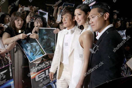 """Lee Byung-hun, Jon M. Chu, Nanao South Korean actor Lee Byung-hun, third from right, and director Jon M. Chu, right, pose for photographers with Japanese actress Nanao upon arrival for the Japan premiere of their latest film """"GI Joe 3D Retaliation"""" in Tokyo"""
