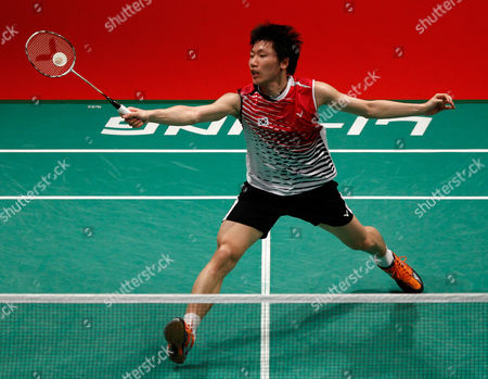Lee Dong-keun South Korea's Lee Dong-keun returns a shot against Germany's Dieter Domke during their quarterfinals match of the Sudirman Cup world mixed team badminton championships in Kuala Lumpur, Malaysia