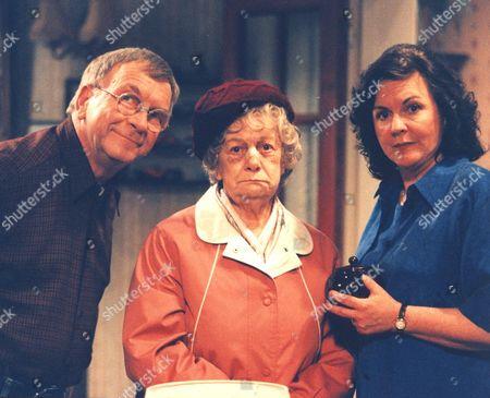 'Barbara'  TV - 2000 - Sam Kelly as Ted, Jean Alexander as Queenie and Gwen Taylor as Barbara.