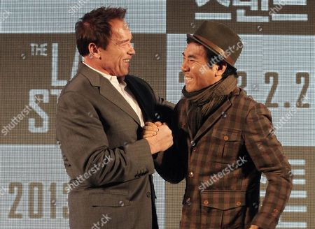 "Arnold Schwarzenegger, Kim Jee-woon Actor Arnold Schwarzenegger, left, meets with South Korean director Kim Jee-woon to hold a press conference to promote their latest film ""The Last Stand"" in Seoul, South Korea, . The movie will open on Thursday, Feb. 21, in South Korea"