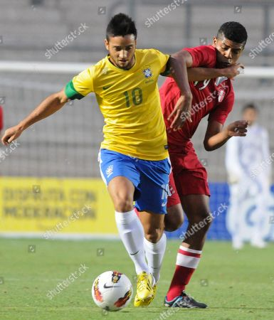Felipe Anderson, Wilder Cartagenaz Brazil's Felipe Anderson, left, vies for the ball with Peru's Wilder Cartagena during a U-20 South American soccer championship match in San Juan, Argentina