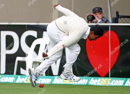 Nuwan Kulasekara Sri Lanka's Nuwan Kulasekara saves a boundary from Australia's Mike Hussey on the second day of their cricket test match at Bellerive Oval in Hobart, Australia