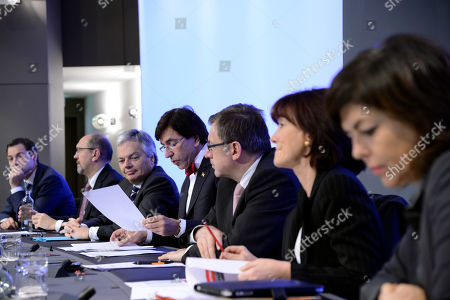 Elio Di Rupo, Joelle Milquet, Laurette Onkelinx, Steven Vanackere, Didier Reynders, Johan Vande Lanotte, Alexander De Croo Belgium's Prime Minister Elio Di Rupo, center, talks to the media announcing Belgium's budget for the year 2013 after a night long of discussions at the Prime Minister's office in Brussels, . From left to right : Minister of Pensions Alexander De Croo, Minister of the Economy Johan Vande Lanotte, Minister of Foreign Affairs Didier Reynders, Prime Minister Elio Di Rupo, Minister of Finances Steven Vanackere, Minister of Health and Social Affairs Laurette Onkelinx, Minister of the Interior Joelle Milquet