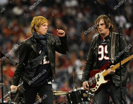 """Terry McDermott The Voice"""" finalist Terry McDermott, left, performs during halftime of an NFL wild card playoff football game between the Cincinnati Bengals and Houston Texans, in Houston"""