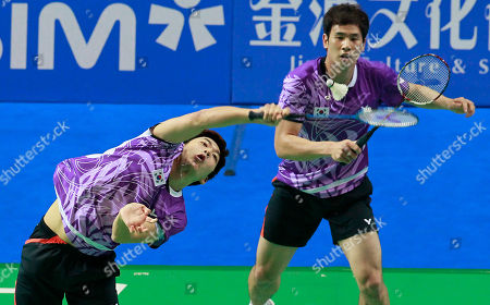 Ko Sung-hyun, Lee Yong-dae South Korea's Ko Sung-hyun, right, and Lee Yong-dae play against China's Cai Yun Cai and Fu Haifeng during their men's doubles quarterfinal match of the China Open World Superseries Premier badminton competition in Shanghai, China, on . Ko and Lee won 21-17, 21-16