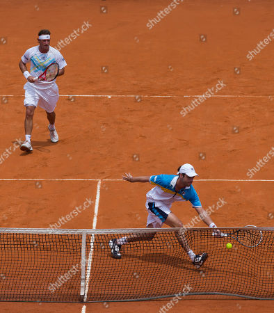 Horacio Zeballos, David Nalbandian Argentina's Horacio Zeballos, right, returns the ball to Germany's Christopher Kas and Germany's Tobias Kamke, as Argentina's David Nalbandian look on at left, during a Davis Cup first-round doubles tennis match in Buenos Aires, Argentina