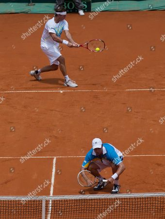 Horacio Zeballos, David Nalbandian Argentina's David Nalbandian, top, returns the ball to Germany's Christopher Kas and Germany's Tobias Kamke, as Argentina's Horacio Zeballos ducks near the net during a Davis Cup first-round doubles tennis match in Buenos Aires, Argentina