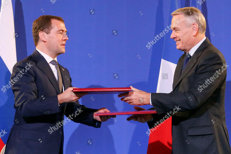 Jean-Marc Ayrault, Dimitry Medvedev Russian Prime Minister Dmitry Medvedev, left, and French Prime Minister Jean-Marc Ayrault exchange bilateral documents during a singing ceremony at Quai d'Orsay in Paris